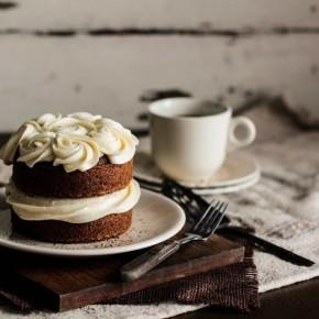 Tējas kūka ar medus krēmu